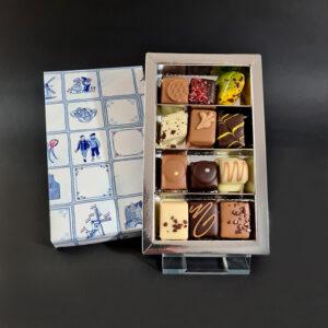 12 luxe bonbons (delfts blauw motief deksel zilver interieur)